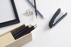 Scheren, Hefter, Anti-hefter, Bleistiftspitzer und anderer Stockfotos