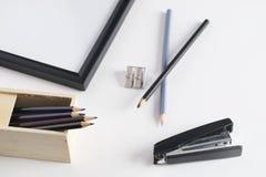 Scheren, Hefter, Anti-hefter, Bleistiftspitzer und anderer Lizenzfreie Stockfotografie