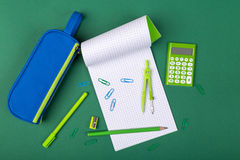 Scheren, Hefter, Anti-hefter, Bleistiftspitzer und anderer Stockfotografie