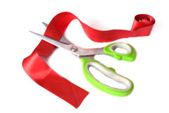 Scheren schnitten das rote Farbband Stockfoto