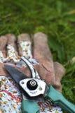 Scheren und Handschuhe Lizenzfreies Stockfoto