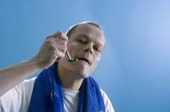 Scherende mens Stock Fotografie