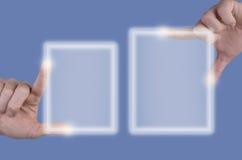 Schermi attivabili al tatto e mani Immagini Stock