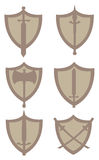 Schermi ed illustrazione medievali di vettore dell'arma illustrazione di stock