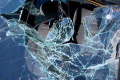 Schermo anteriore dopo l'incidente stradale massiccio Immagini Stock