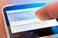 Schermo commovente di smartphone fotografie stock libere da diritti