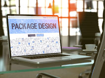 Schermo del computer portatile con il concetto di progetto del pacchetto Fotografia Stock