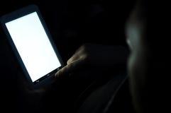 Schermo del cuscinetto di tocco e della mano del maschio Fotografie Stock Libere da Diritti