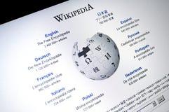 schermo del Internet della pagina principale di Wikipedia.com Immagine Stock