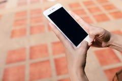 Schermo del nero di IPhone sul mattone immagini stock libere da diritti