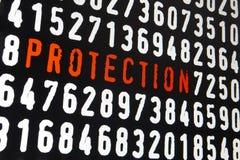 Schermo di computer con il testo di protezione su fondo nero Immagini Stock Libere da Diritti