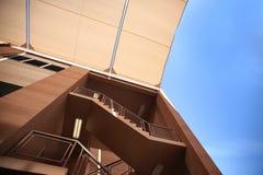 Schermo di luce solare nella costruzione della scala Immagini Stock