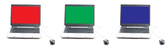 Schermo di RGB in tre computer portatili fotografia stock