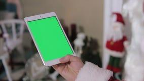 Schermo di Santa Claus Using Digital Tablet Green video d archivio