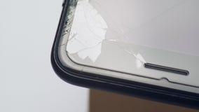 Schermo LCD rotto dello smartphone, smartphone difettoso stock footage