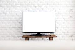 Schermo piano bianco vuoto della TV che appende su una parete bianca fotografia stock