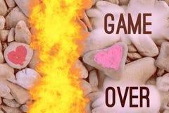 Scherp brand het duiken roze die hart met lippenstift op stuk van steen wordt geschilderd royalty-vrije stock foto
