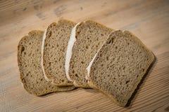 Scherp brood op een plaat Stock Afbeelding