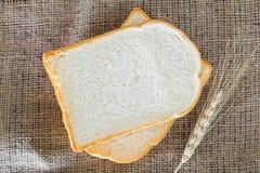Scherp brood op een plaat Stock Foto's