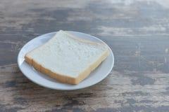 Scherp brood op een plaat Royalty-vrije Stock Afbeeldingen