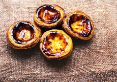 Scherp ei - Pasteis DE nata, typische Portugese ei scherpe gebakjes Stock Afbeeldingen