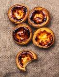 Scherp ei - Pasteis DE nata, typische Portugese ei scherpe gebakjes Stock Fotografie