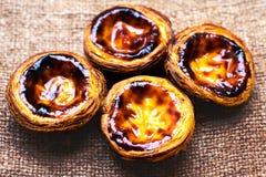 Scherp ei - Pasteis DE nata, typische Portugese ei scherpe gebakjes Royalty-vrije Stock Foto's