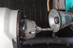 Scherp hulpmiddel die machinecontrole maken door CNC programma Royalty-vrije Stock Fotografie