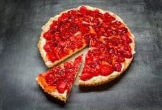 Scherp met aardbeien stock afbeelding