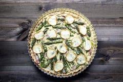 Scherp met asperge, gerookte kaas en ham Royalty-vrije Stock Afbeelding