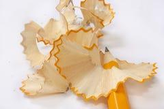Scherp potlood in spiraalvormige spaanders Royalty-vrije Stock Foto's
