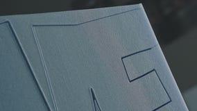 Scherp schuimplastic Automatisch knipsel van uitgebreid polystyreen stock footage