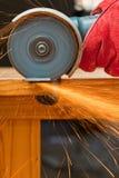 Scherp staal met een kleine molen royalty-vrije stock fotografie