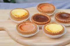 Scherpe kaas, scherpe chocolade en scherpe aardbei Royalty-vrije Stock Afbeeldingen