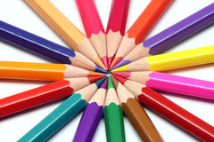 Scherpe kleurenpotloden Stock Afbeelding