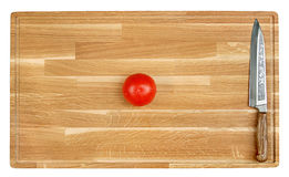 Scherpe mes en tomaat Royalty-vrije Stock Foto
