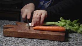 Scherpe MF van de groenten zij langzame motie stock footage