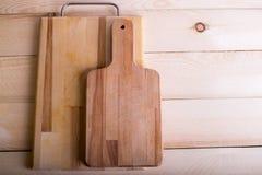 Scherpe raad op de houten lijstachtergrond met exemplaarplaats Aan Stock Foto