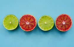 Scherpe rijpe kalk en rode sinaasappelen Stock Afbeeldingen