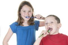 Scherza i denti di spazzolatura Fotografia Stock Libera da Diritti