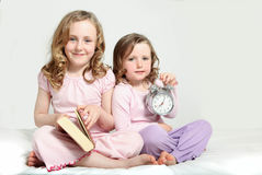 Scherza la routine di ora di andare a letto, libro di storia Immagine Stock