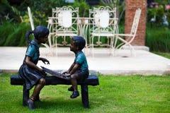Scherza la statua in parco pubblico fotografie stock libere da diritti