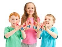 Scherza le lettere verniciate di buon compleanno sulle mani Fotografia Stock Libera da Diritti