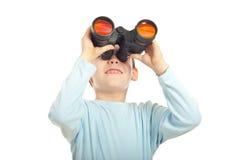 Scherzen Sie den Jungen, der binokulares untersucht Stockfotos