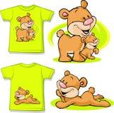 Scherzen Sie Hemd mit dem netten Bären in der Liebe gedruckt Stockfotos