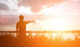 scherzen Sie Schattenbild, Momente der Freude des Kindes Suchen nach Zukunft, O Lizenzfreies Stockfoto