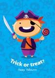 Scherzetto o dolcetto del manifesto di vettore di Halloween con il pirata su fondo senza cuciture Immagine Stock