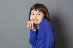 Scherzi il divertimento che ruba il concetto per il bambino prescolare adorabile Fotografia Stock Libera da Diritti