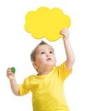 Scherzi lo sguardo in su con la nube gialla in bianco a disposizione Immagine Stock Libera da Diritti