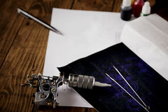 Schets en tatoegeringshulpmiddelen stock foto